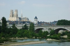 800px-France_Orleans_Cathedrale_Pont_Georges_V_01.JPG